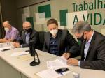 Imagem ilustrativa da notícia: Frente dos Municípios do RS pela Vacina formaliza em ato assinatura de termo para aquisição de imunizantes contra covid-19