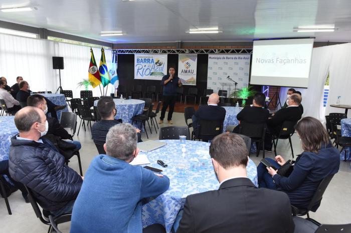 Imagem ilustrativa da notícia: Famurs participa do lançamento de investimentos em pavimentação no município de Barra do Rio Azul