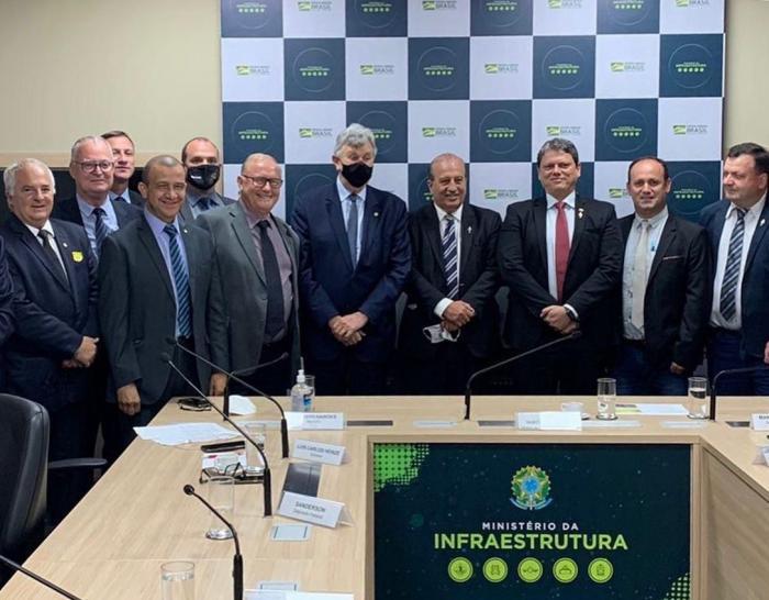 Imagem ilustrativa da notícia: Reunião entre Famurs, prefeitos e ministro da Infraestrutura confirma licitação para as obras da Ponte Internacional de Porto Xavier para dezembro